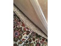 Large speckled cream carpet (4.80 x 4.00)