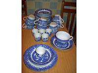 Barratt's of Staffordshire 'willow' table ware - 37 pieces