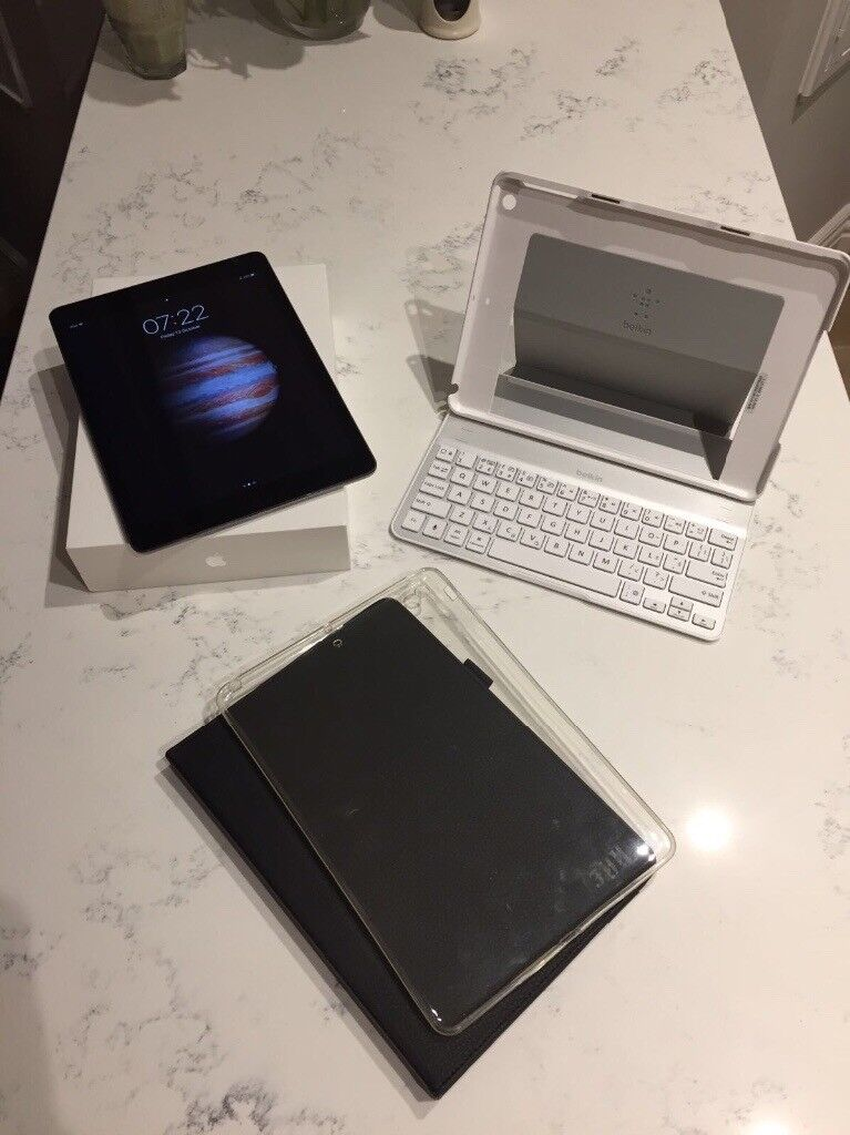 iPad Air 16gb - Mint condition, box, accessories, bluetooth keyboard case and 2 others.