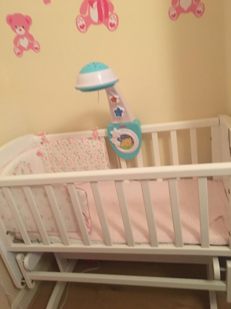 Baby wood bed