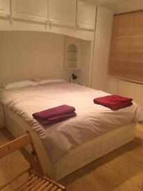 Beautiful double room with private bathroom in modern flat