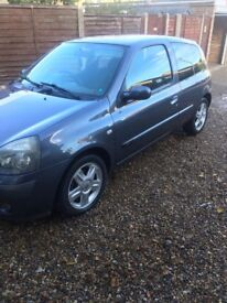 Renault Clio 1.2 extreme 05 plate