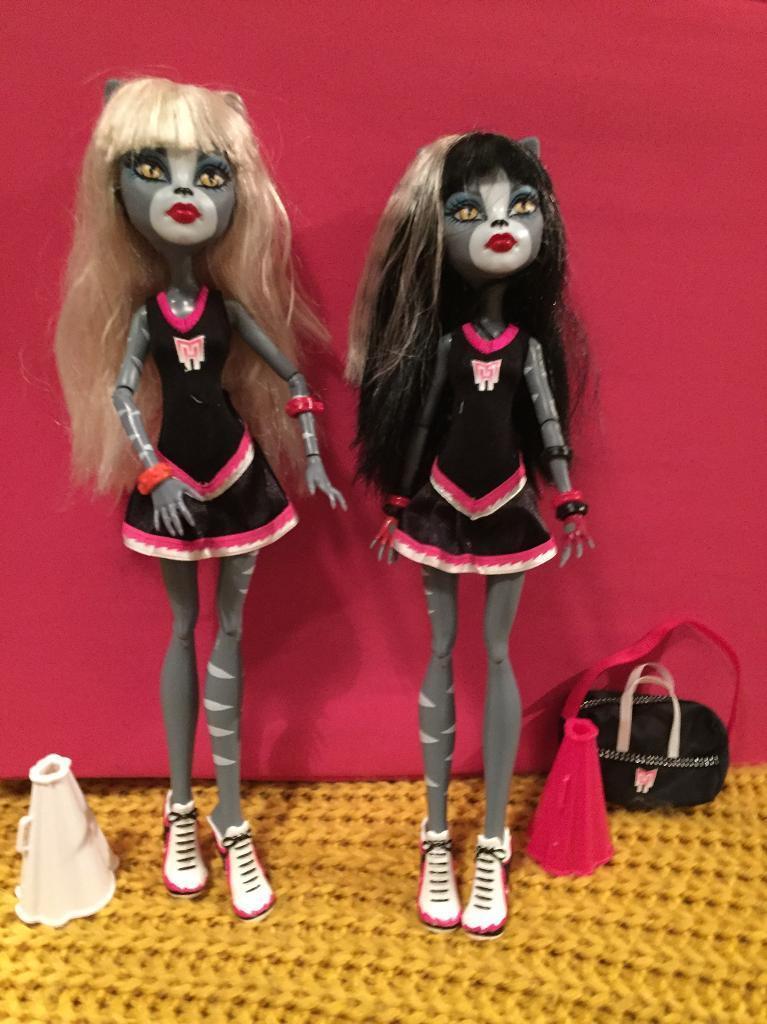Monster High fearleaders dolls