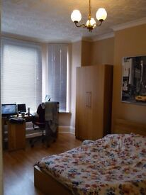 Large double room on Hunslet. All bills and WiFi included.