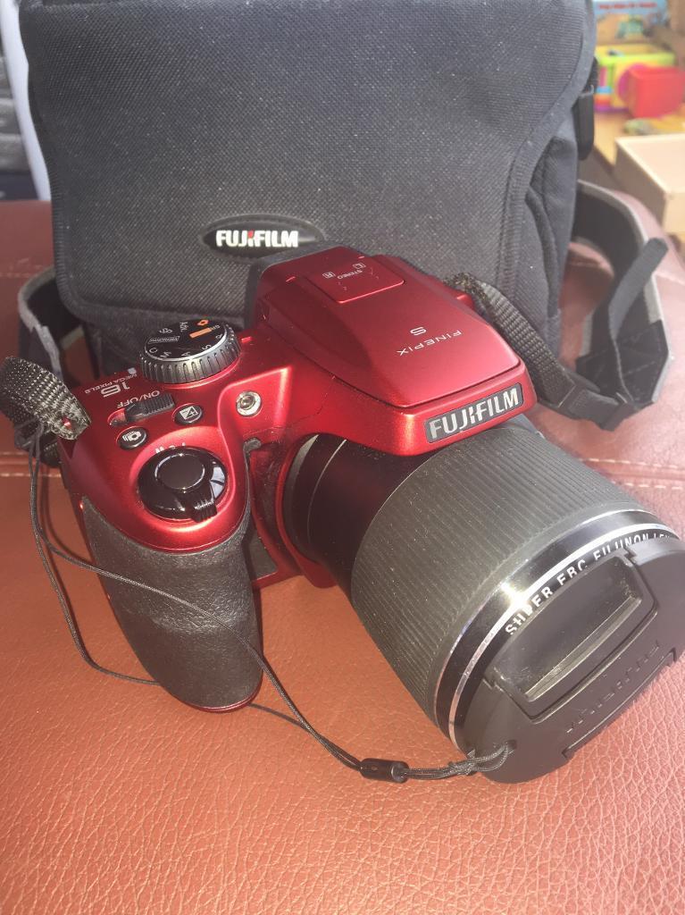 Finepix s9200 16.2 mp camera