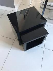 Nest of high gloss tables
