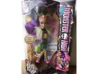 BRAND NEW In Sealed Box Mattel Monster High Freaky Fusion Clawvenus Doll