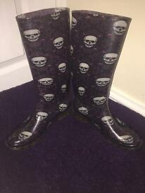 Purple skull wellies