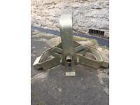 Bulldog wheel clamp