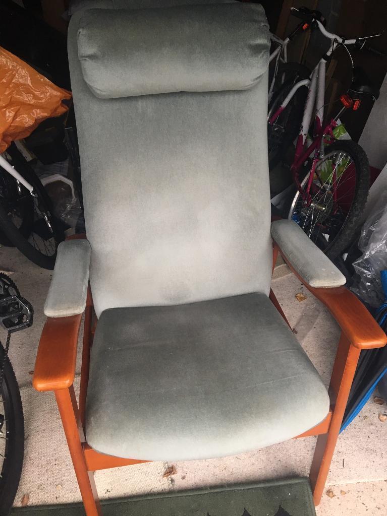 High back sitting chair