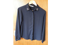 beautiful blue blouse barely worn with lovely collar size M
