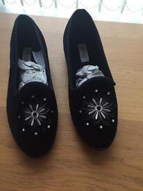 Brand new ladies size 6 slippers