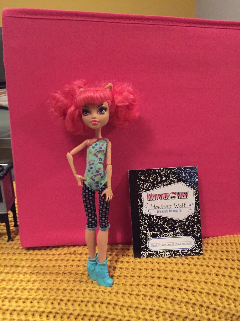 Monster High howleen doll