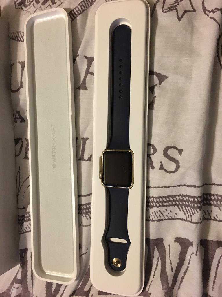 Apple watch 42mm goldin Baildon, West YorkshireGumtree - An apple watch 42mm in gold with two straps sport and stainless steel