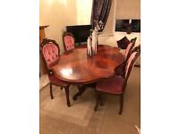 STUNNING VINTAGE ANTIQUE FRENCH LOUIS STYLE DINING TABLE AND 4 CHAIRS