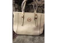 Micheal kors handbags reduced £20!!