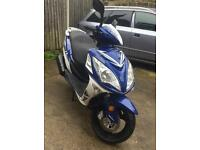 65 2015 Sinnis shuttle 125cc scooter moped