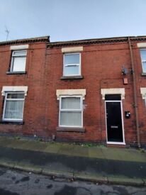 **LET BY** **HOUSING BENEFIT AND DSS ACCEPTED** 4 EVANS STREET, BURSLEM, ST6 4HP