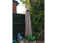 Overhanging 3.2m garden parasol