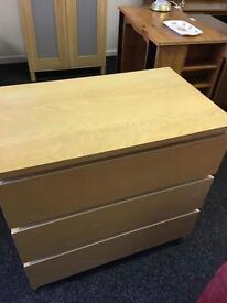 Set of beech drawers can deliver