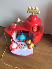 Twirlywoos Big Red Boat Playset + additional figures