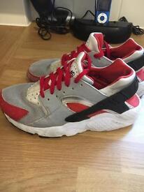 Boys or Girls Nike Huaraches Size UK 4