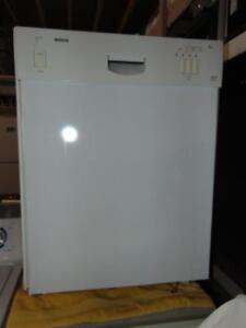 Lave-vaisselle Bosh avec intérieur inoxydable-Taxes incluses