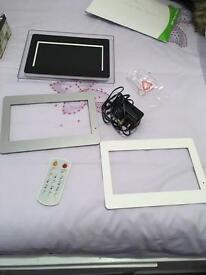 Moving photo frame