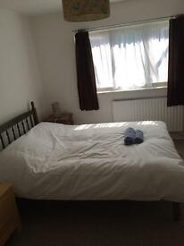 Double Room - wifi & all bills included. Free parking