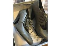 Grey ladies shoe boots
