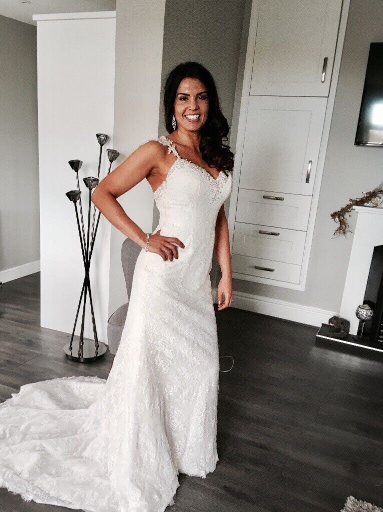 Gorgeous ivory lace wedding dress size 8-10. Only used two weeks ago. Perfect condition
