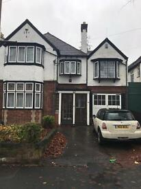 Large double room to let £350 bills included.
