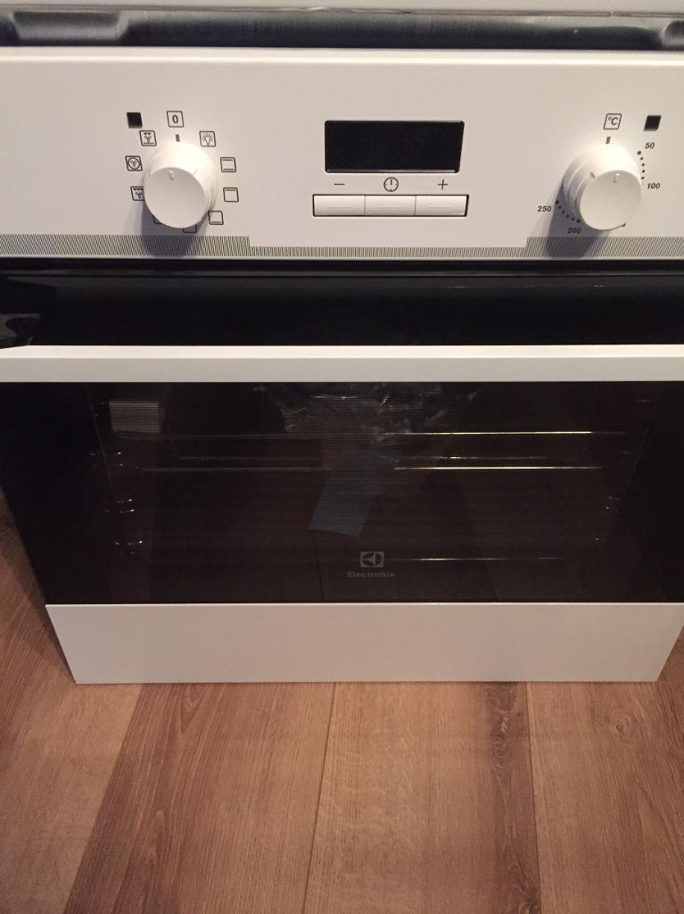 Brand new Electrolux built in electric oven and gas hob