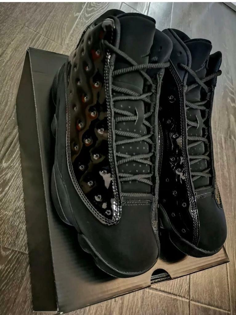 eb31bbf7d880 NIKE AIR JORDAN XII 13 CAP AND GOWN SIZE UK9