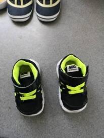 Nike trainers boys size 2.5 like new
