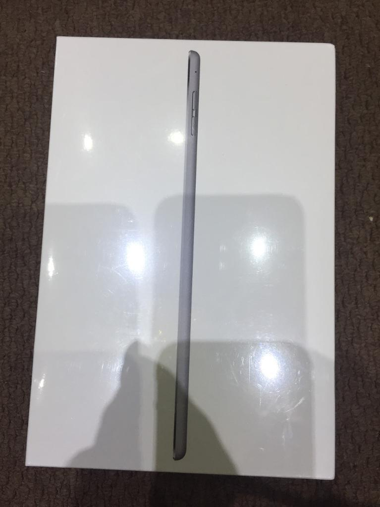 iPad Mini 4 32gb wifi *Space gray* brand new factory sealed