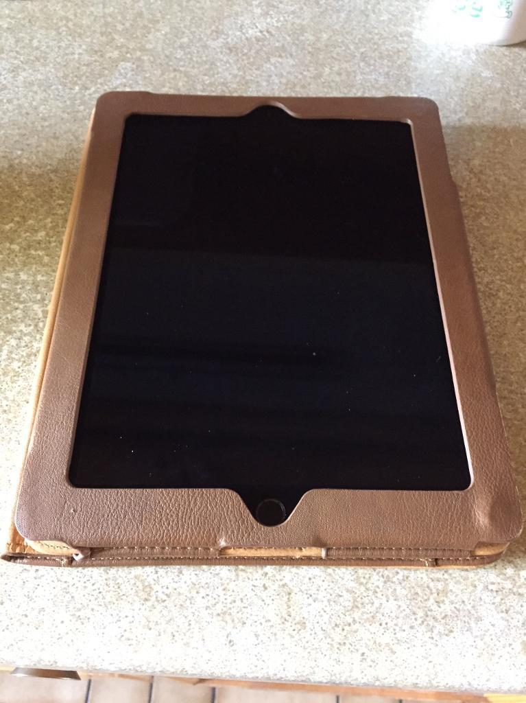 """iPad 4 mint conditionin Wellingborough, NorthamptonshireGumtree - iPad 4(4th generation) with Wi Fi, 16Gb Model A1458, Black front bezel ,9.7"""" Retina Display with Lightning connector.Mint A1 condition looks like new original item with no dents, scratches and very well looked after. Perfect screen without any dead..."""