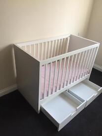 Cod / Small Toddler bed with matress