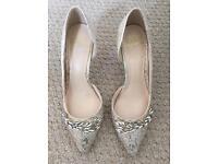 Jenny Packham Gold Jaquard shoes size 5