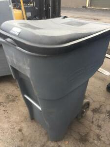 Rubbermaid 95 gal Grey / Black Plastic Rollout Trash Receptacle USED but LIKE NEW!