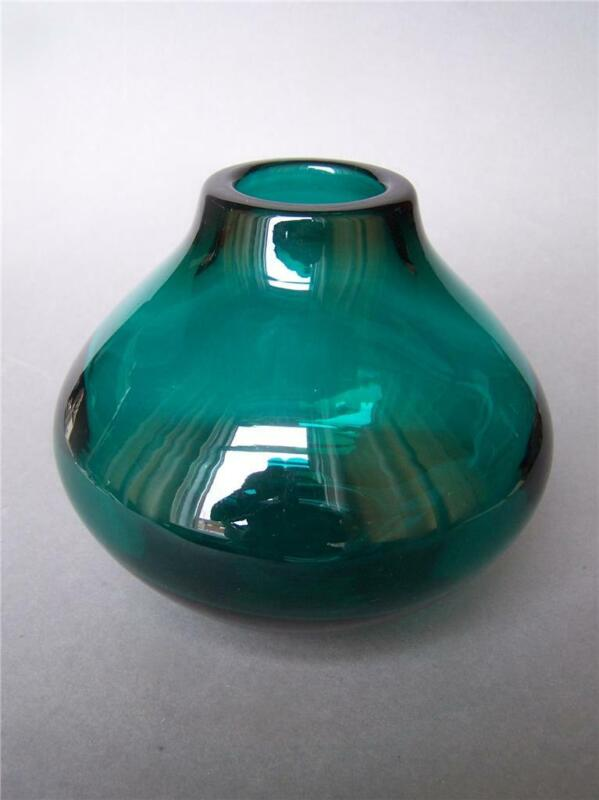 Whitefriars Green Glass Vase by Geoffrey Baxter Pat.No.9603 60s