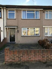 3 BEDROOM RENTAL AVAILABLE!! *NO AGENTS*