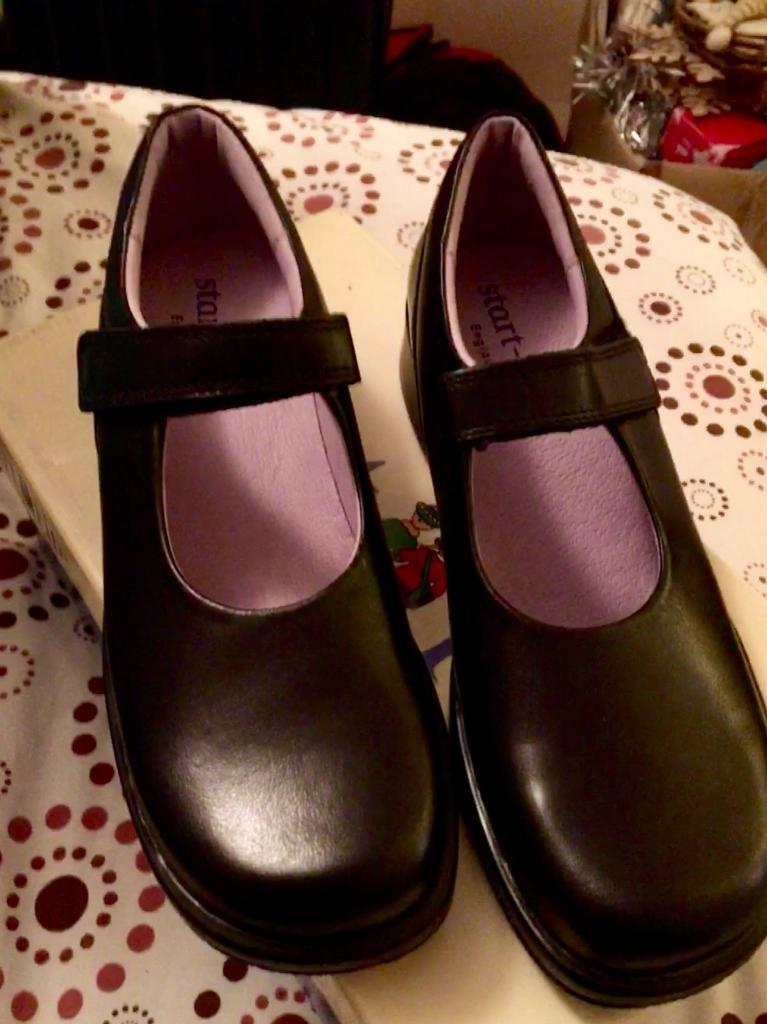 Girls start rite shoes, black leather, new in box, 2E