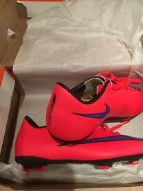 Nike Youth BNIB Football boots -2.5UK /Eur35