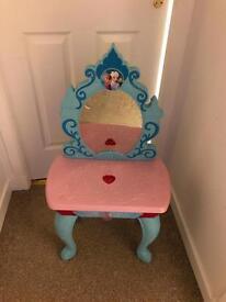Frozen musical vanity table