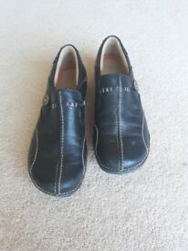 Clarks Ladies Un-Loop Nursing Shoes Size 5, Extremely Comfy