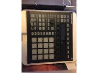 Native instruments Maschine MK2 , like new. With box and all software.