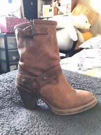 Beautiful Dorothy Perkins Brown Real Leather boots. Size 6.