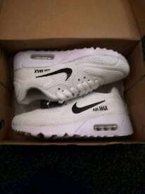 Brand new kids Nike Air max trainers size 3.5