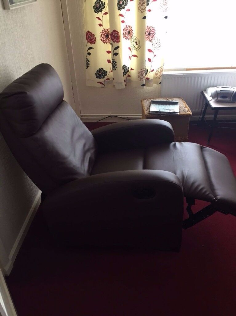 Brown recliner chair, excellent condition, hardly used.